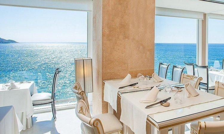 Ресторан и лаунж-зал высокой кухни Llum de Benidorm Отель Villa Venecia Boutique Бенидорме