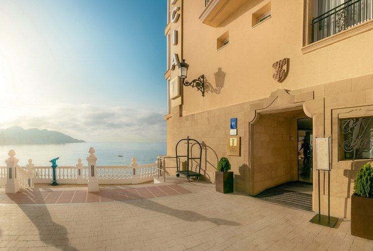 Фасад Отель Villa Venecia Boutique Бенидорме
